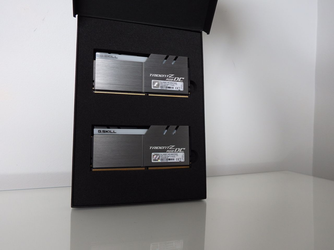 Gskill-box-open